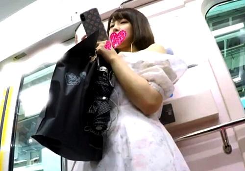 アイドル顔の清楚なJDちゃん、フロントからカメラを突っ込んだら陰毛スケスケだったww(盗撮動画)