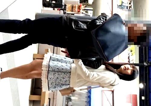 超美少女な清楚系私服JKちゃん、レースの重ねでガードするもめくり撮りの前では無力wwww(動画)
