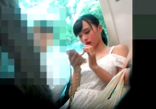 最高レベル確定!アイドル越えの超絶美少女JKの背中まで丸見えパンチラ映像が国宝レベルww