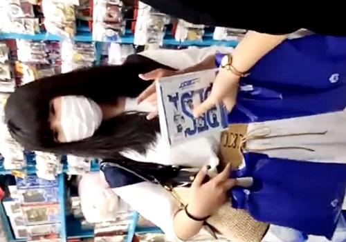 アニメショップのオタク系私服JKちゃんの可愛すぎる綿製おぱんつwww(動画あり)