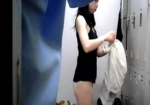 モデルJDの本物更衣室盗撮映像、顔出しでネット流出・・・(動画)