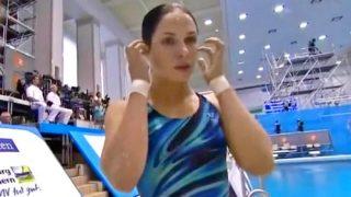 【お宝映像】水泳飛び込み競技で美人選手の競泳水着がズレておっぱいポロリ(丸見え)ハプニングが発生www