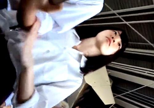 彼氏に甘えたい系JKちゃん、電車でガッツリNTRパンチラを盗撮されまくるwwww