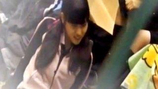 【ガチ】部活中のツインテジャージJKちゃん、体育館の女子トイレに入った所を盗撮される・・・