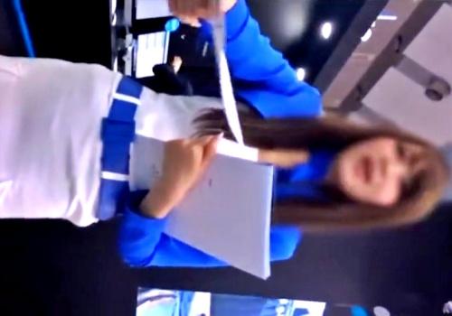 白スカートからパンティーライン透け透けのS級美人コンパニオンが見つかるww(盗撮動画)