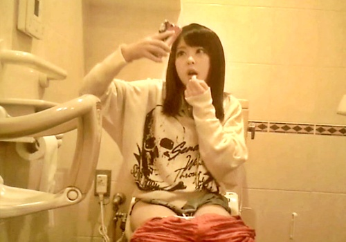 【ガチ】某アイドルのトイレ盗撮に成功した本物映像、ネットに出回ってしまう