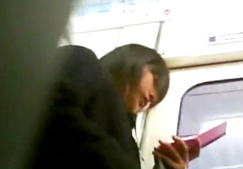 """【動画】登下校中の """"制服JK"""" ばかりを盗撮する撮り師、こういうのでいいんだよ的なJKパンチラの撮影に成功"""