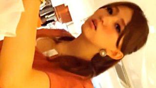 【盗撮動画】超絶美人なショップ店員に臆することなく胸チラパンチラを狙った結果ァァ!!!