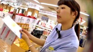 子供服売り場の激カワ店員さん(19歳)、あの撮り師に水色パンツを逆さ撮りされる