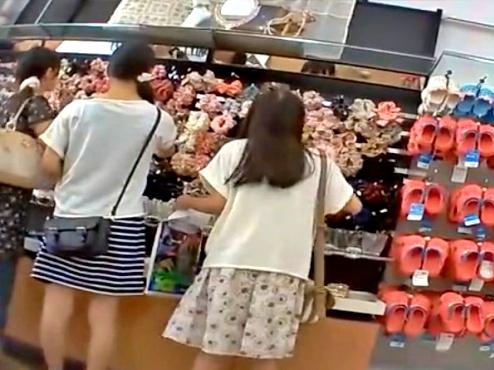 【諸事情による販売停止品】お買い物中のJSC姉妹の綿おぱんつ・・(黒いネコ)