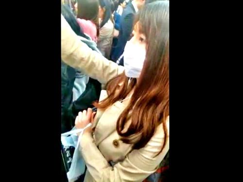"""電車内での姿撮りから逆さ撮りで都会の美人OL3名のパンチラを収録!""""ガチ""""の盗撮ってこういうのだよな・・【みかけ】"""