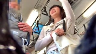 電車エロそうなおじさんに下ネタを振られ、下からはパンチラ盗撮されている悲惨なJDちゃんが見つかるwww【kakurega】