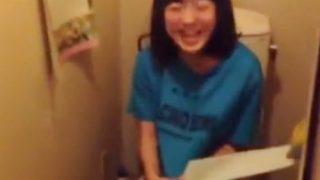 YouTubeで即削除された伝説の10代の素人娘たちの女子トイレ隠し撮り動画、流出していたwww