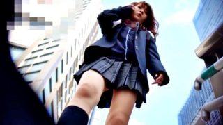 """ちょいギャルJKちゃんを逆さ撮りしたらピンクのTバックから """"ハミアワビ"""" くっきりの激ヤバ映像が完成したww"""