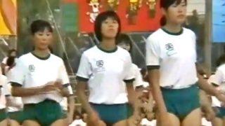 当時のJK「恥ずかしかったです…」ブルマ姿のJK達が強制的にダンスを披露させられる貴重な体育祭映像が流出