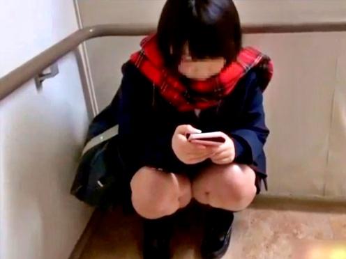 【個人撮影】初の円光でガチガチに緊張した美少女JKちゃん、パンチラと胸チラを撮影されて涙目www(天使のたまご)