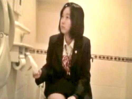 """伝説の女子トイレ""""ガチ""""盗撮「ヤングガールトイレ」の幻の制服女子ver、ネットに出回っていた・・・"""