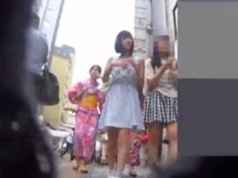 逆さ撮りパンチラ界最強の撮り師、超絶美少女JKちゃんの追い撮りで純白ぱんつをゲットす!【kakurega】