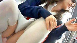 【ガチ盗撮】コンビニで昼休憩中の美人ナース、マ○毛スケスケパンティを激写される(全4名)
