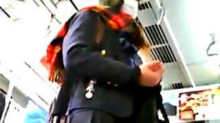 【動画】盗撮魔「カバンカメラを電車の床に置いたらJKのパンチラ撮れたったw」