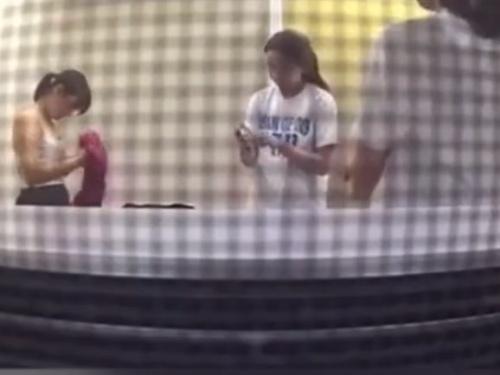 【動画】部活終わりの汗だくJDちゃん、隠しカメラで着替えの一部始終を盗撮されてしまう・・・