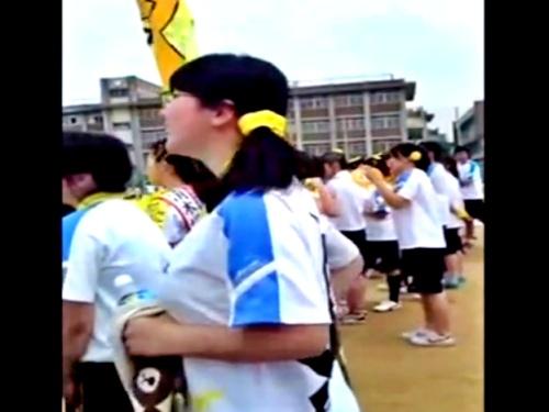 マニア受けする巨乳メガネJKちゃん、運動会で大迫力の爆乳乳揺れを披露してしまうwww(盗撮動画)