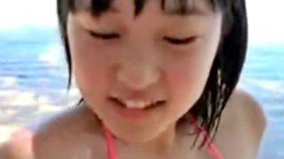 12歳で乳首ポロリしてしまった伝説のジュニアアイドル、おっぱいにローションを塗りたくられる(みずのそら)