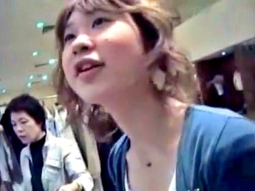 【胸チラ】一時期8万円のプレミア価格で取引されていたアパレル店員の乳首盗撮動画、流出してしまう