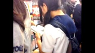 【盗撮動画】JCKのパンチラ撮り放題と噂の某古本屋さん、ガチだったwwww(12分24秒)