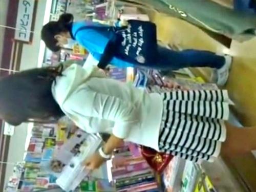 【顔出し&手撮り】書店でフェロモン振りまく美女のドスケベパンティーがこちらwww