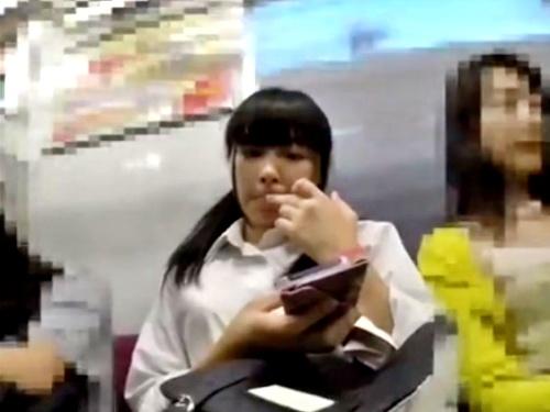 黒髪ツインテの童顔JKちゃんのフルバック純白Pをスカートめくりでがっつり盗撮(6分49秒)