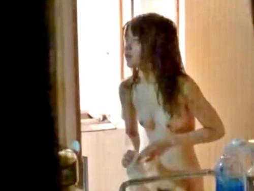 ストーカー男、カップルの美女を駅から自宅まで追跡&盗撮した犯罪映像を投稿してしまう・・・