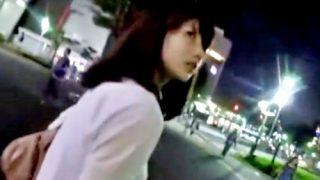 不審者に声をかけられて怯える美女を追撃してパンチラ盗撮した激ヤバ犯罪映像・・・