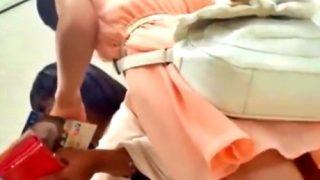 夏休み中の私服JKちゃん2人組のサテン&綿Pが楽しめる一粒で二度美味しいパンチラ盗撮動画