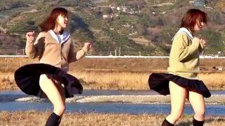 ダブルで生パンチラを披露してくれる伝説のJK踊ってみた動画、流出してしまうwww