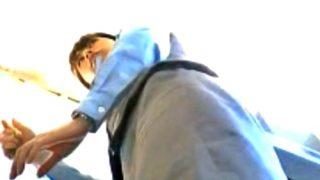 【動画】美人な制服店員さんのクッソエロいパンティー盗撮目的でショールームに通う男wwww