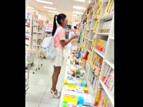 超絶Sランク美少女JCちゃん、書店で純白パンチラをフロントまでがっつり盗撮される