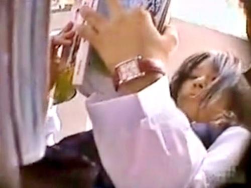 """これはJC・・アドケナイ童顔制服少女の""""綿ぱんつ""""を逆さ撮りしたやばい映像が見つかる"""