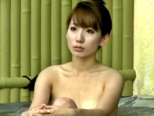 盗撮常習犯の旅館従業員、ピンク乳首の極上美女の全裸の隠し撮りに成功してしまう