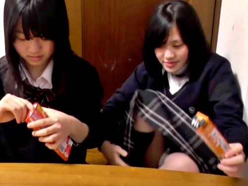 2人組女子高生YouTuber、白パンチラで再生数を稼ぎまくってしまうwwww