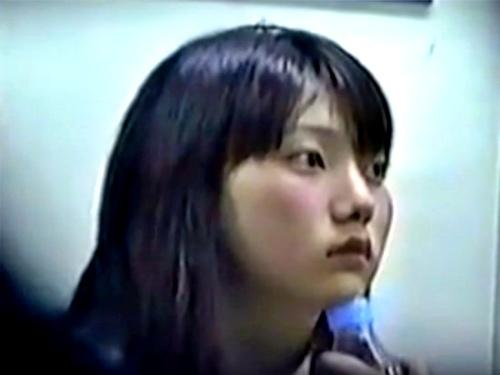 【電車対面】ガード硬めの童顔OLちゃん、赤外線カメラで強引にパンチラ盗撮されるwwww