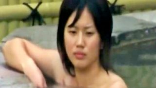 """JK疑惑のSSSランク美少女が収録されたこの""""露天風呂盗撮動画""""って最高だったよなwwww"""