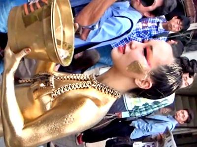 【動画】金粉ショーという合法露出イベントの美女、ビンビンに勃った乳首を隠し撮りされまくるwww