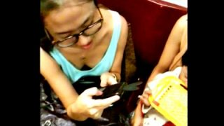 変態「電車に無防備なタンクトップ女子がいたから胸チラ盗撮しまくったったw」(動画あり)