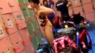 一旦削除されていた水泳部の女子生徒の着替え盗撮動画、復活していた模様。急げ・・!