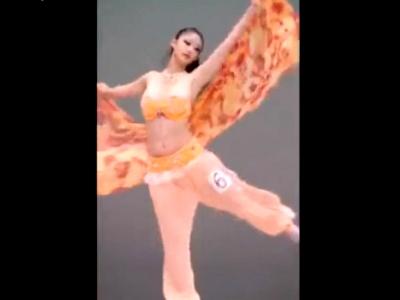 【動画】美人なのに乳首ポロリしちゃうJDベリーダンサーのドスケベハプニングステージがこちら
