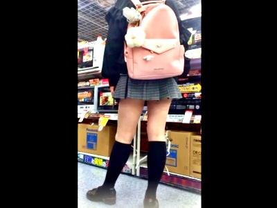 """家電量販店でJC疑惑の制服娘を撮影した""""この盗撮動画""""の犯罪臭がハンパじゃない件www"""