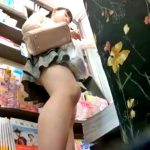 「ねぇお姉ちゃーん」姉同伴の大人しそうな私服Cちゃん、純白パンチラを盗撮される(動画あり)