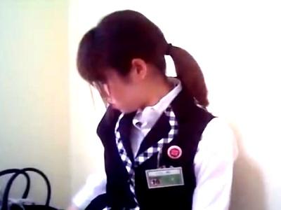 パチ屋の女子更衣室で女性店員の着替え盗撮動画がどう見ても本物にしか見えない件(動画あり)