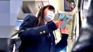 美尻すぎるマスクJKちゃん、通学電車でハミパン尻をド接写盗撮されるwww(動画あり)